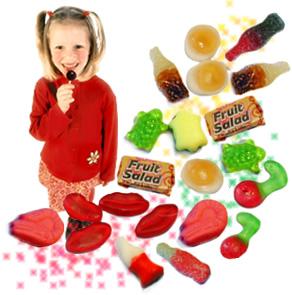 niño tomando dulces